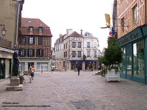 Place de l'Hôtel de Ville à Auxerre