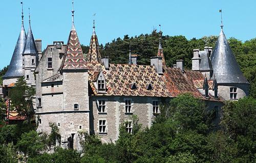 Château de Rochepot en Bourgogne
