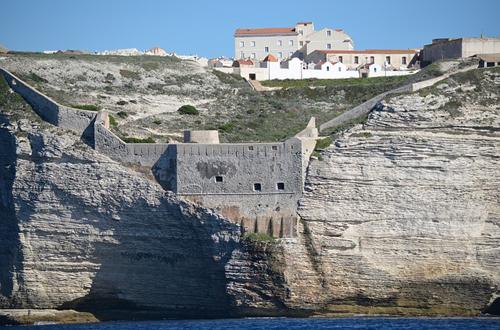 Une falaise en Corse